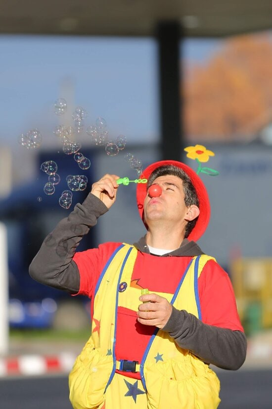 clown, blowing, bauble, costume, funny, street, man, fun, outdoors, portrait