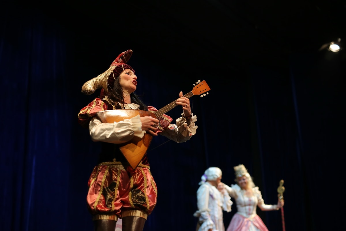 operă, Drama, divertisment, costum, animatoare, chitarist, cantareata, chitara, concert, interpret