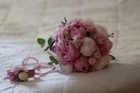 still life, pinkish, wedding bouquet, pastel, colours, bed, bedroom, wedding, flower, decoration