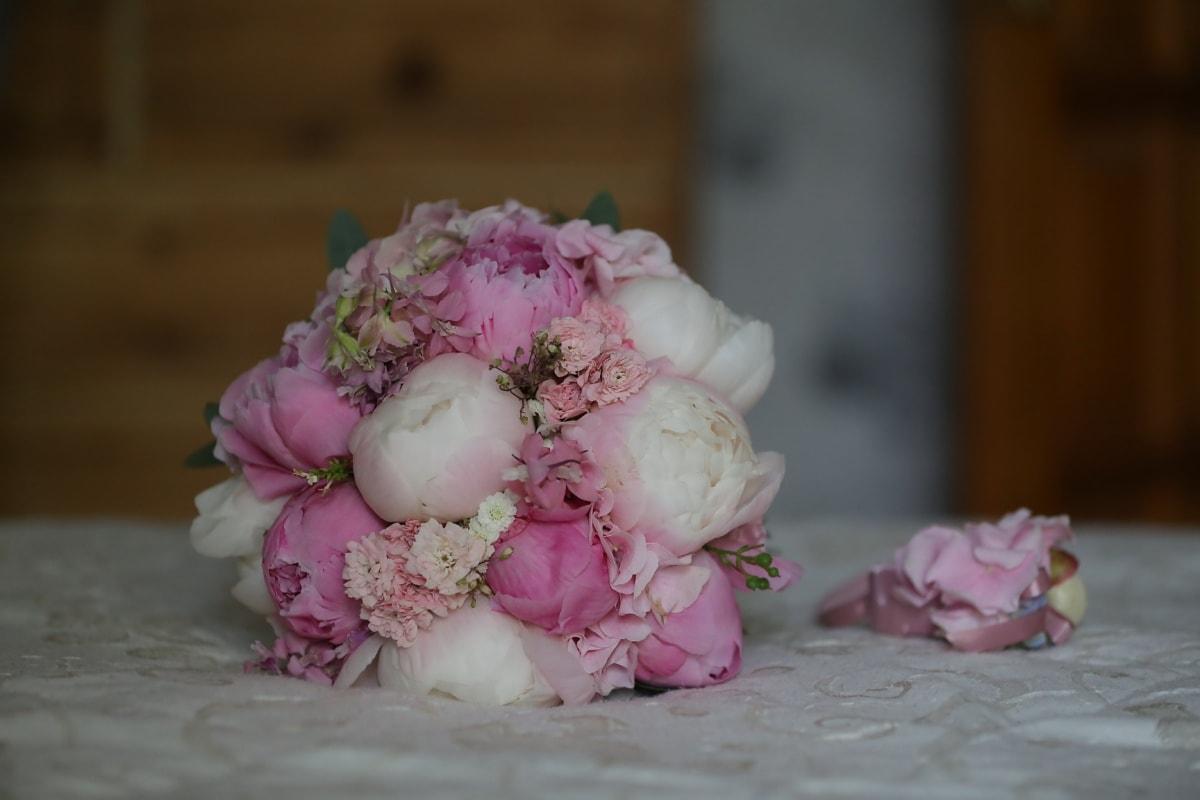 wedding bouquet, bed, bedroom, petals, bouquet, pinkish, flower, flowers, pink, love