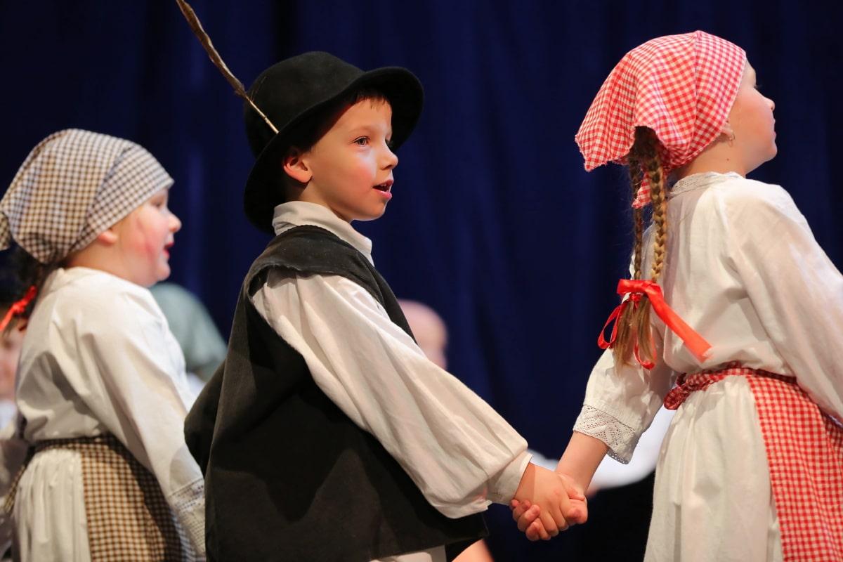 Festival, untergeordnete, Tänzerin, Volk, Kindheit, Kostüm, Kopftuch, tanzen, alten Stil, Altmodisch