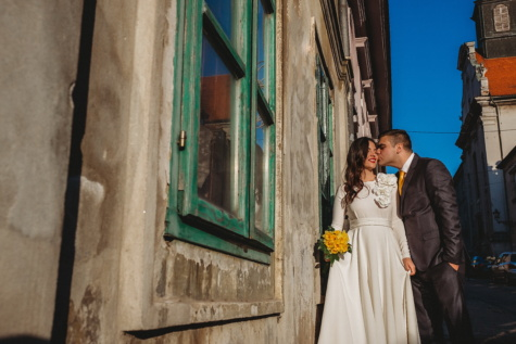 street, facade, woman, groom, wedding, people, love, man, romance, outdoors