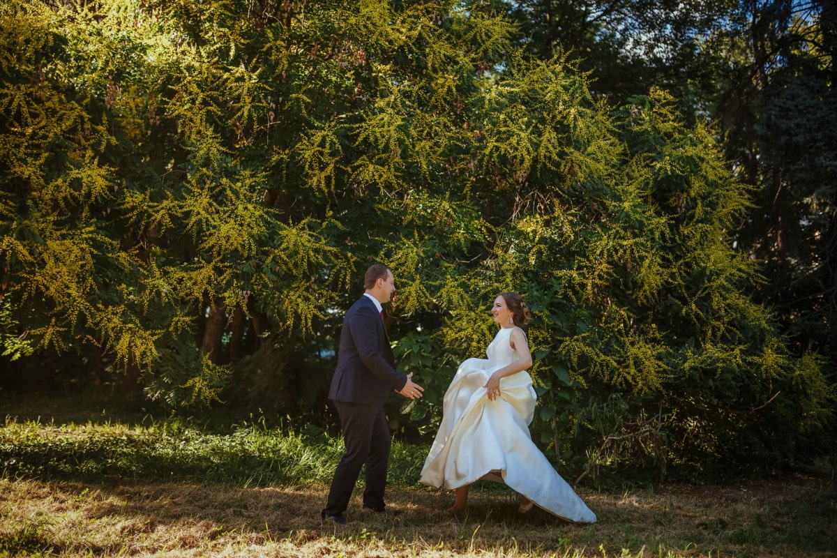 running, bride, hugging, groom, joy, park, trees, dress, wedding, tree