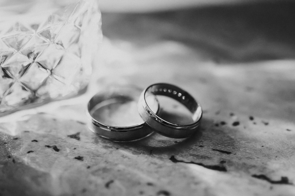 wedding ring, golden shine, rings, light, wedding, monochrome, love, engagement, winter, sepia