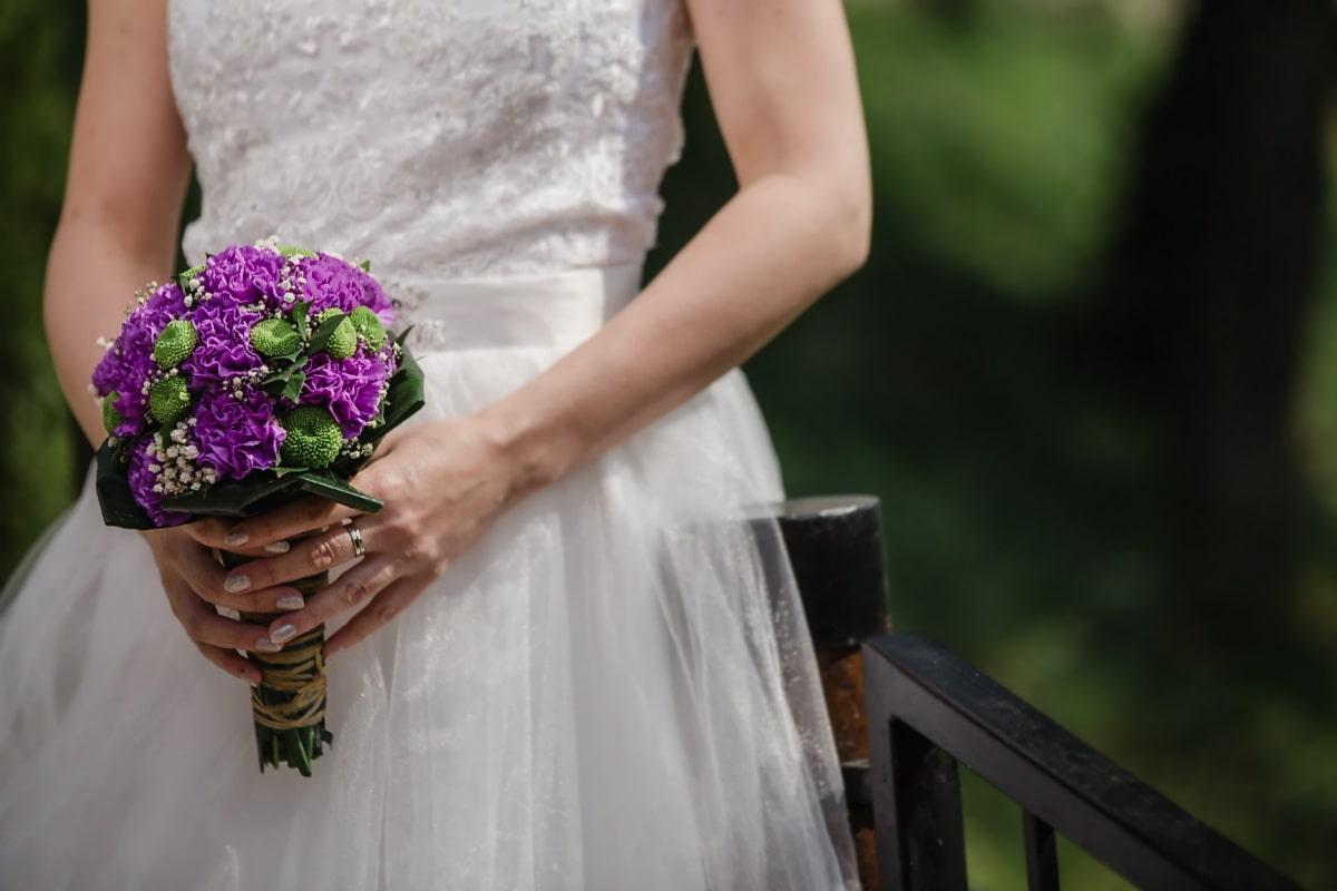 Hochzeitsstrauß, Hochzeitskleid, posiert, Ehering, Hände, Eleganz, Zaun, Braut, Liebe, Blumenstrauß