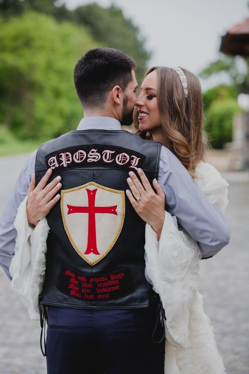 vőlegény, motoros, menyasszony, átölelve, csók, szerelem, nő, esküvő, ember, emberek