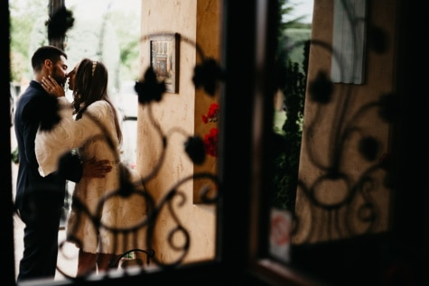 vriendje, kus, vriendin, venster, meisje, portret, vrouw, mensen, licht, liefde