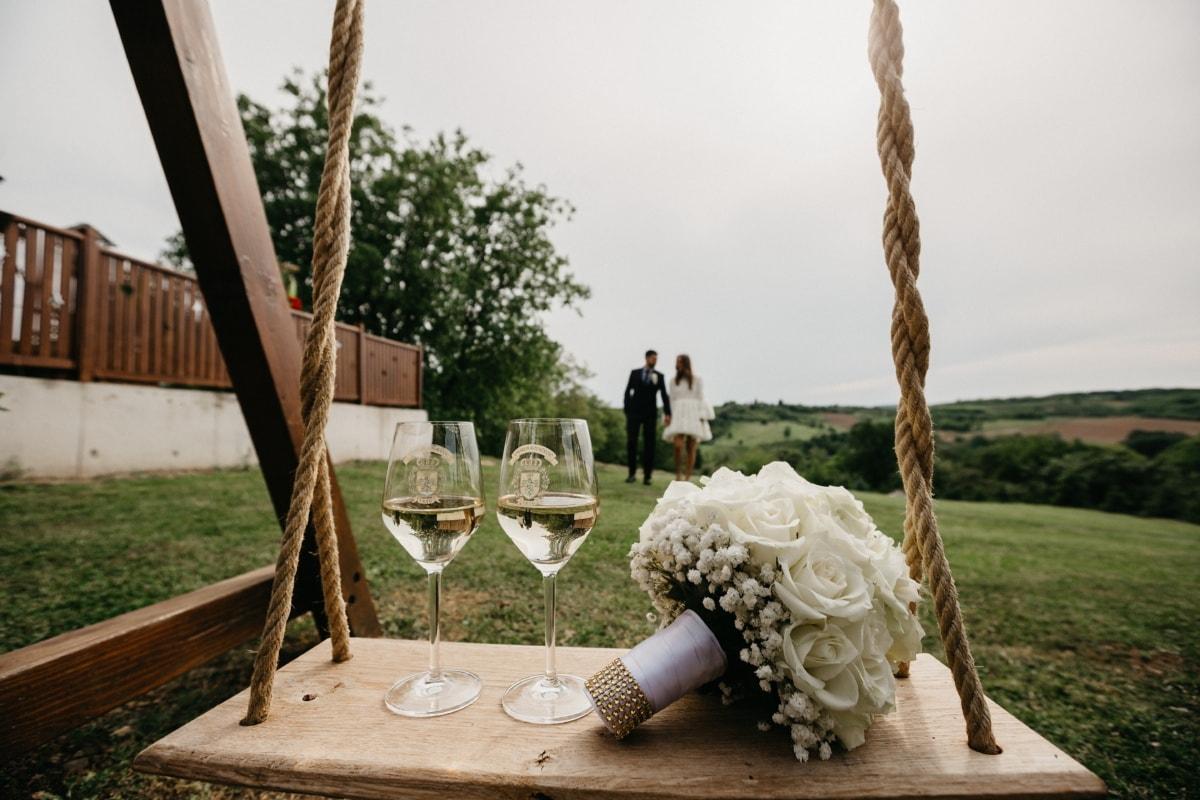 Freund, Valentinstag, Freundin, Dorf, romantische, Schaukel, Champagner, Weißwein, Blumenstrauß, Holz