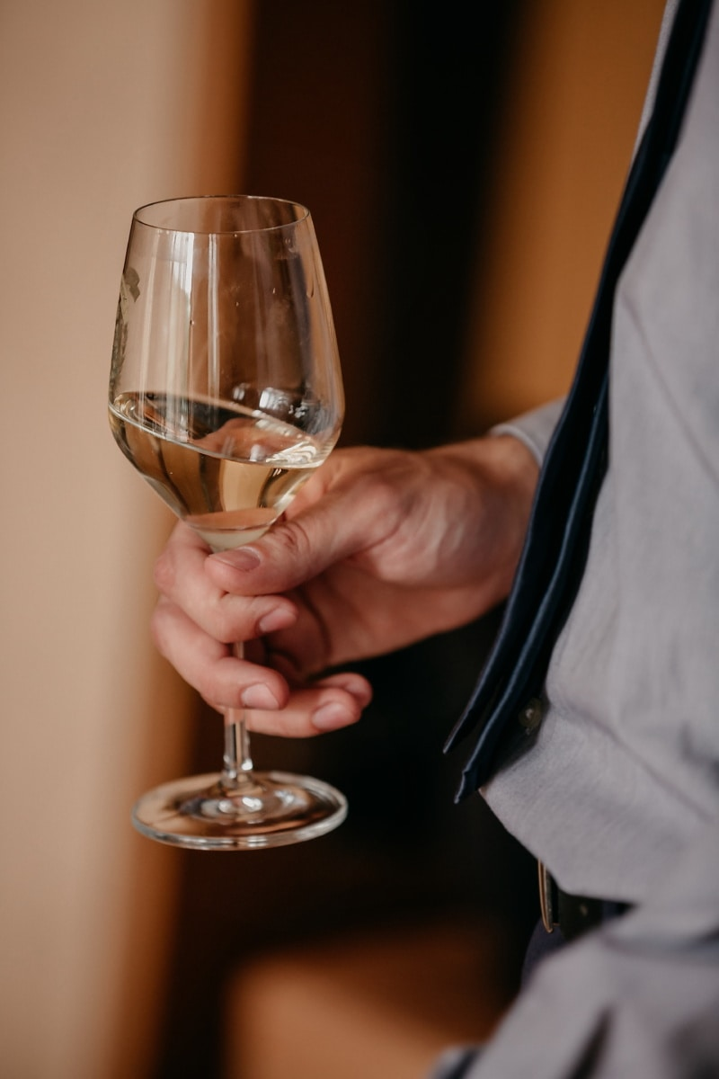 sommelier, champagne, glass, crystal, drink, tasty, hand, white wine, wine, alcohol