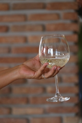 white wine, champagne, glass, crystal, hand, holding, beverage, glasses, alcohol, drink