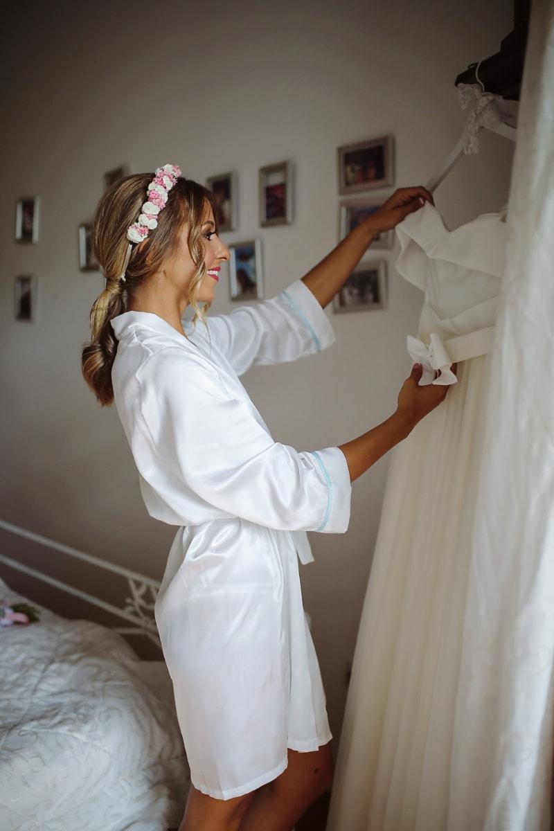 bruden, bryllupskjole, smiler, morgen, klut, blonde, soverom, pen jente, jente, kvinne