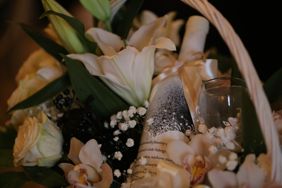 red wine, bouquet, crystal, decorative, elegant, gifts, wicker basket, glass, arrangement, flower