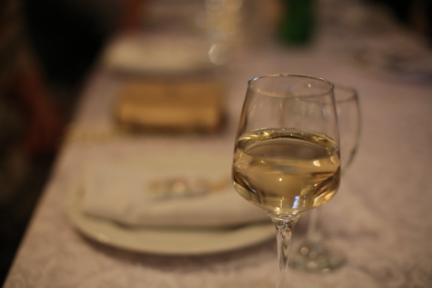champagne, white wine, yellowish, dinner table, crystal, glass, beverage, wine, drink, alcohol
