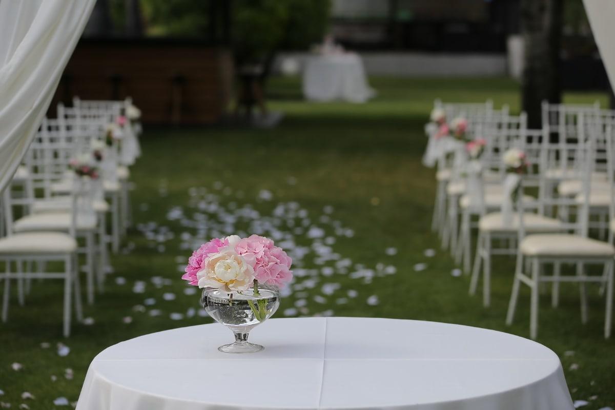 Hochzeitsort, Vase, Blume, Blumenstrauß, Garten, weiß, Stühle, Stuhl, Hochzeit, Luxus