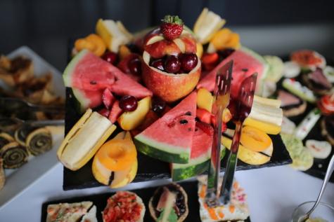 gyümölcs, salátabár, görögdinnye, szamóca, Alma, banán, cseresznye, ebéd, étkezés, finom