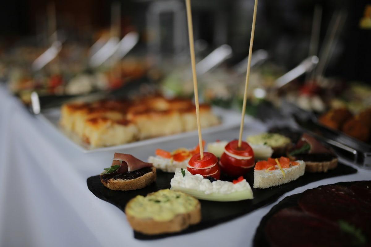 Käsekuchen, Käse, Restaurant, Tomaten, Appetizer, Abendessen, Mahlzeit, Gericht, Essen, Platte