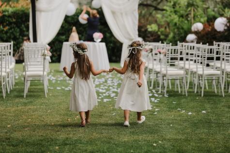 สถานที่จัดงานแต่งงาน, เด็ก, แฟน, สาว, งานแต่งงาน, สาว, การแต่งกาย, แนวตั้ง, ความรัก, หญ้า