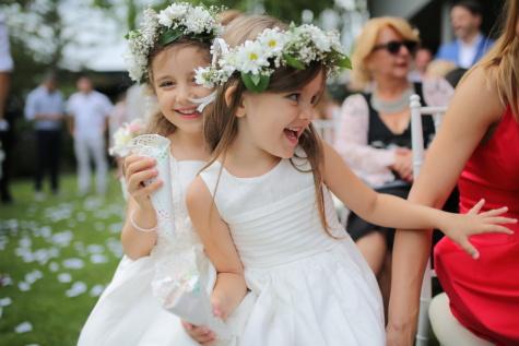 glimlachend, meisjes, kinderen, bruiloft, trouwlocatie, kind, plezier, buitenshuis, genot, mensen