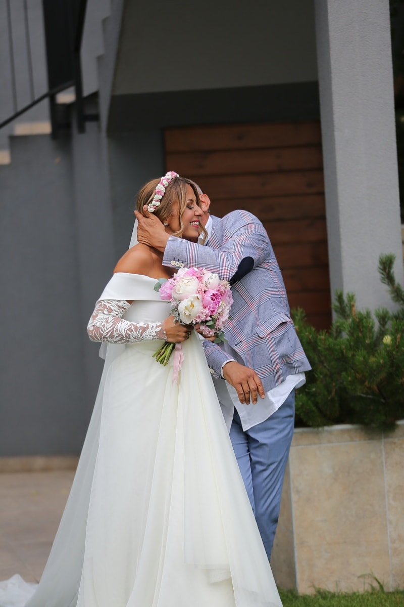 kiss, father, daughter, bride, dress, bouquet, wedding, marriage, engagement, love