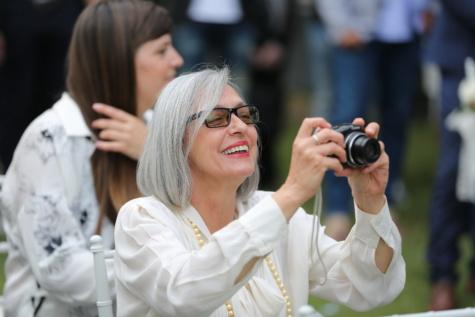 glimlachend, fotograaf, grootmoeder, digitale camera, vrouw, mensen, bruiloft, portret, buitenshuis, lens