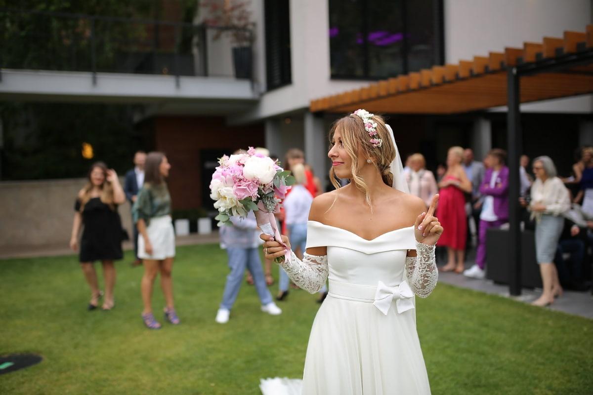 bride throws bouquet, bride, crowd, marriage, wedding, groom, dress, flowers, veil, love