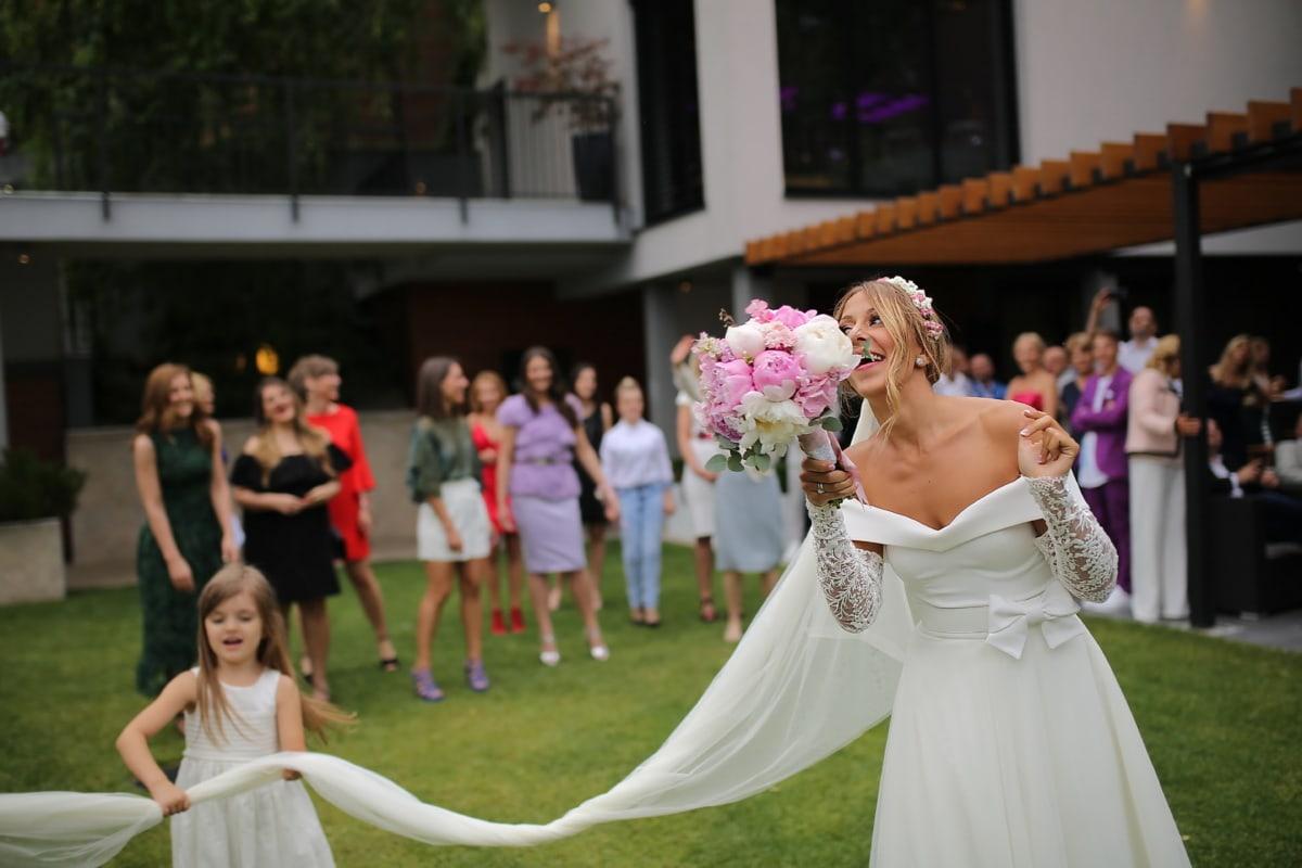 bride throws bouquet, wedding bouquet, wedding dress, wedding venue, bride, crowd, people, married, couple, groom, marriage