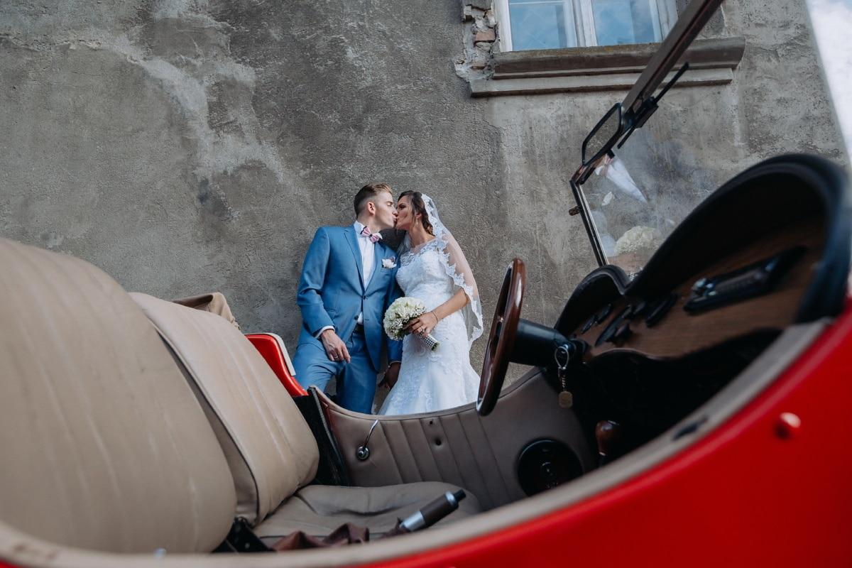 car, vintage, oldtimer, newlyweds, kiss, woman, people, wedding, portrait, girl