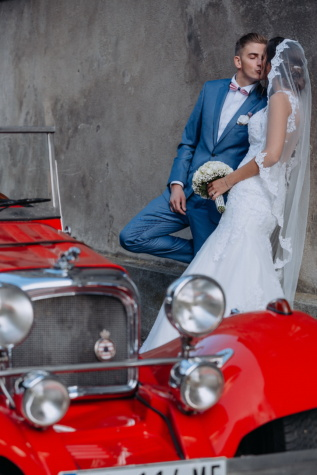 kiss, portrait, newlyweds, bride, car, sedan, oldtimer, people, woman, vehicle