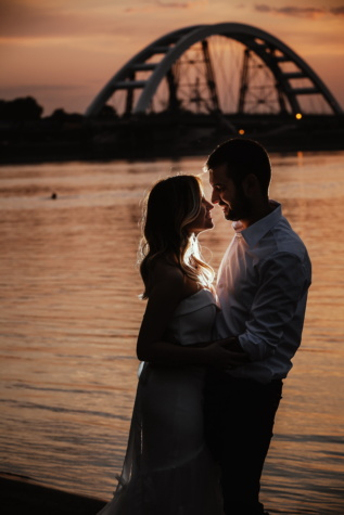 Valentin-nap, barátnő, szerető, barátja, boldogság, strand, naplemente, átölelve, folyó, nő
