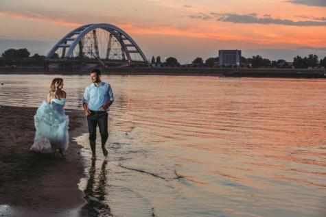 felesége, naplemente, friss házasok, férj, strand, gyaloglás, híd, móló, víz, folyó