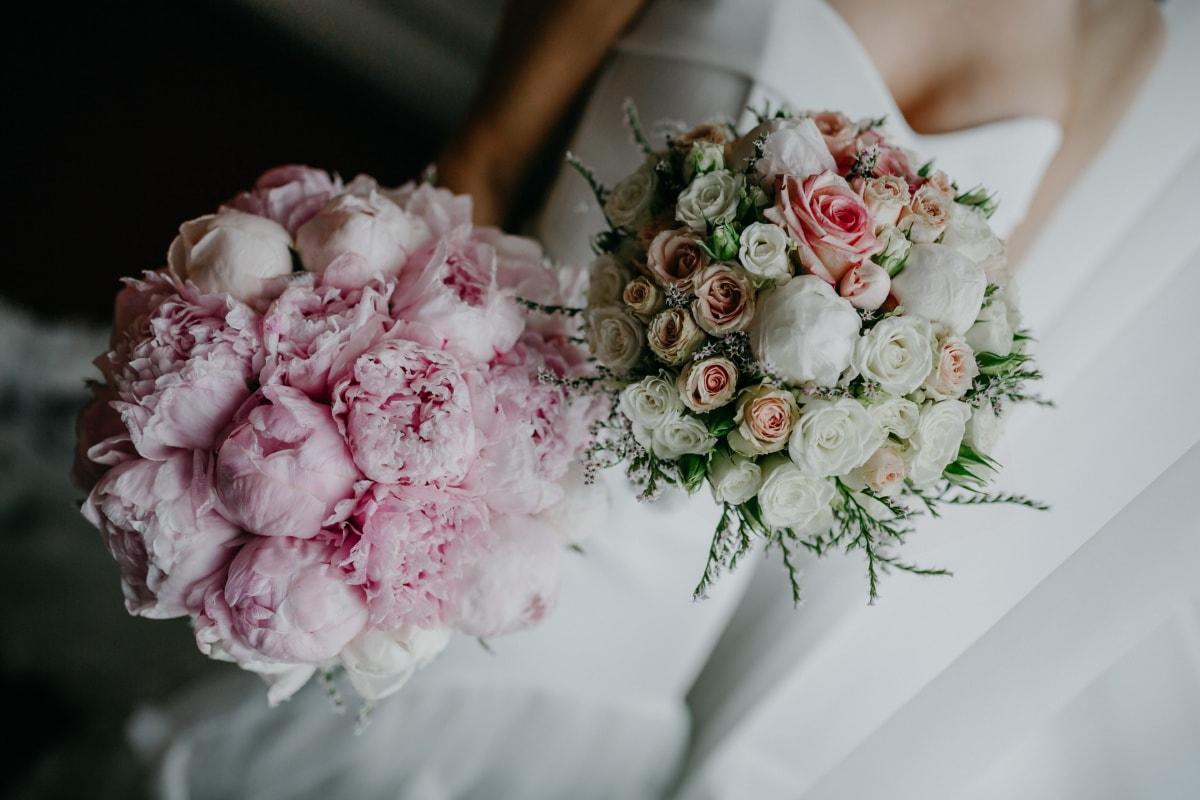 bride, holding, wedding bouquet, rose, wedding, arrangement, bouquet, love, romance, engagement