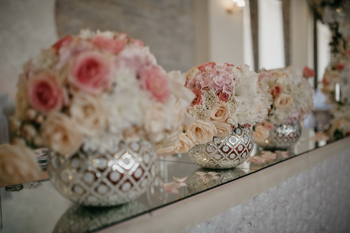 interior decoration, vase, wedding venue, mirror, decoration, wedding, traditional, flower, porcelain, table