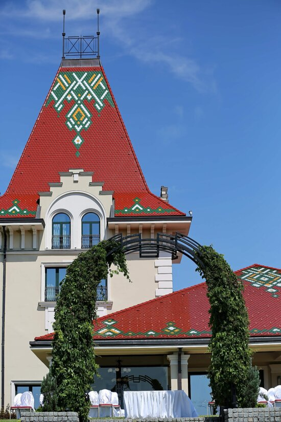 fancy, roof, house, architecture, building, outdoors, city, street, traditional, urban