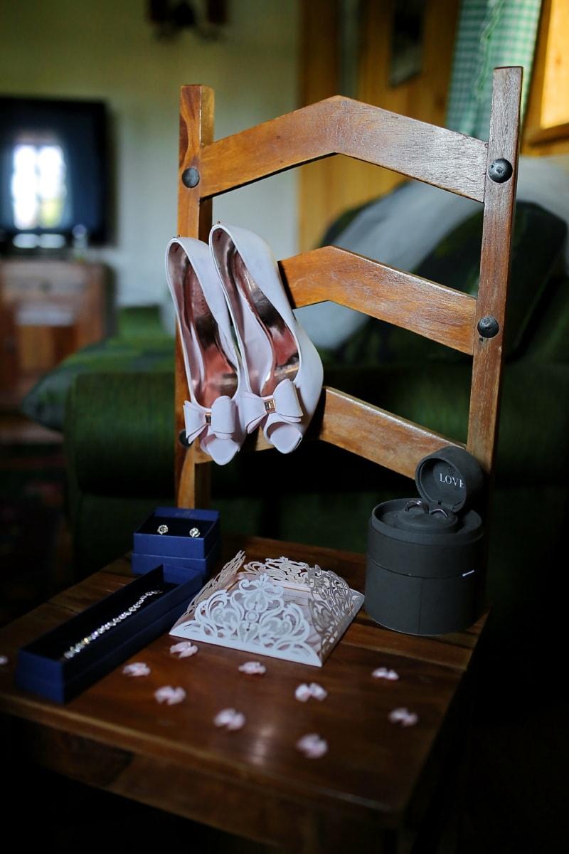 Lust auf, Sandale, Schmuck, Armband, Ohrringe, Holz, Möbel, Schreibtisch, Tabelle, Sitz