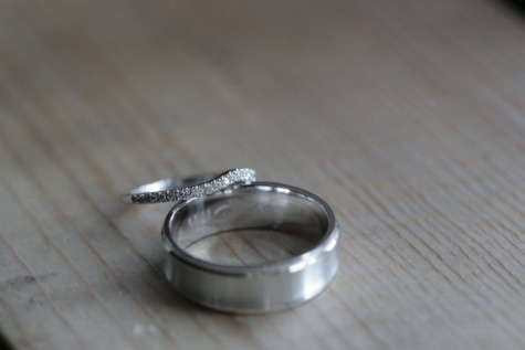 brilliant, rings, platinum, jewelry, wedding, wood, still life, blur, chrome, old