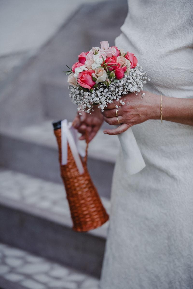 Braut, Hochzeitsstrauß, Ehering, Armband, Hände, Schmuck, Flasche, Hochzeit, Liebe, Zeremonie