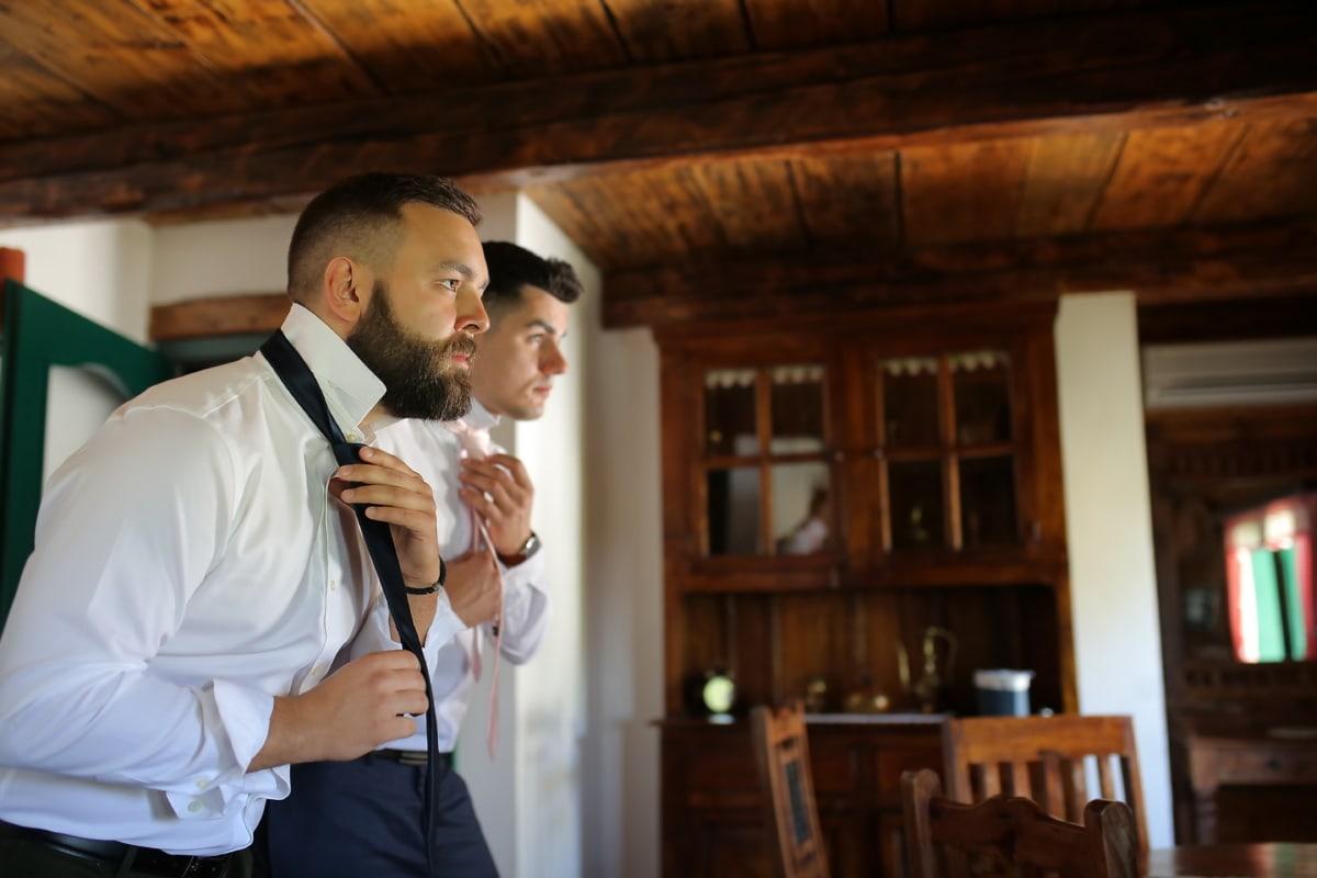 Freundschaft, Pate, Bräutigam, gut aussehend, Krawatte, Smokinganzug, Bart, Mann, drinnen, Zimmer