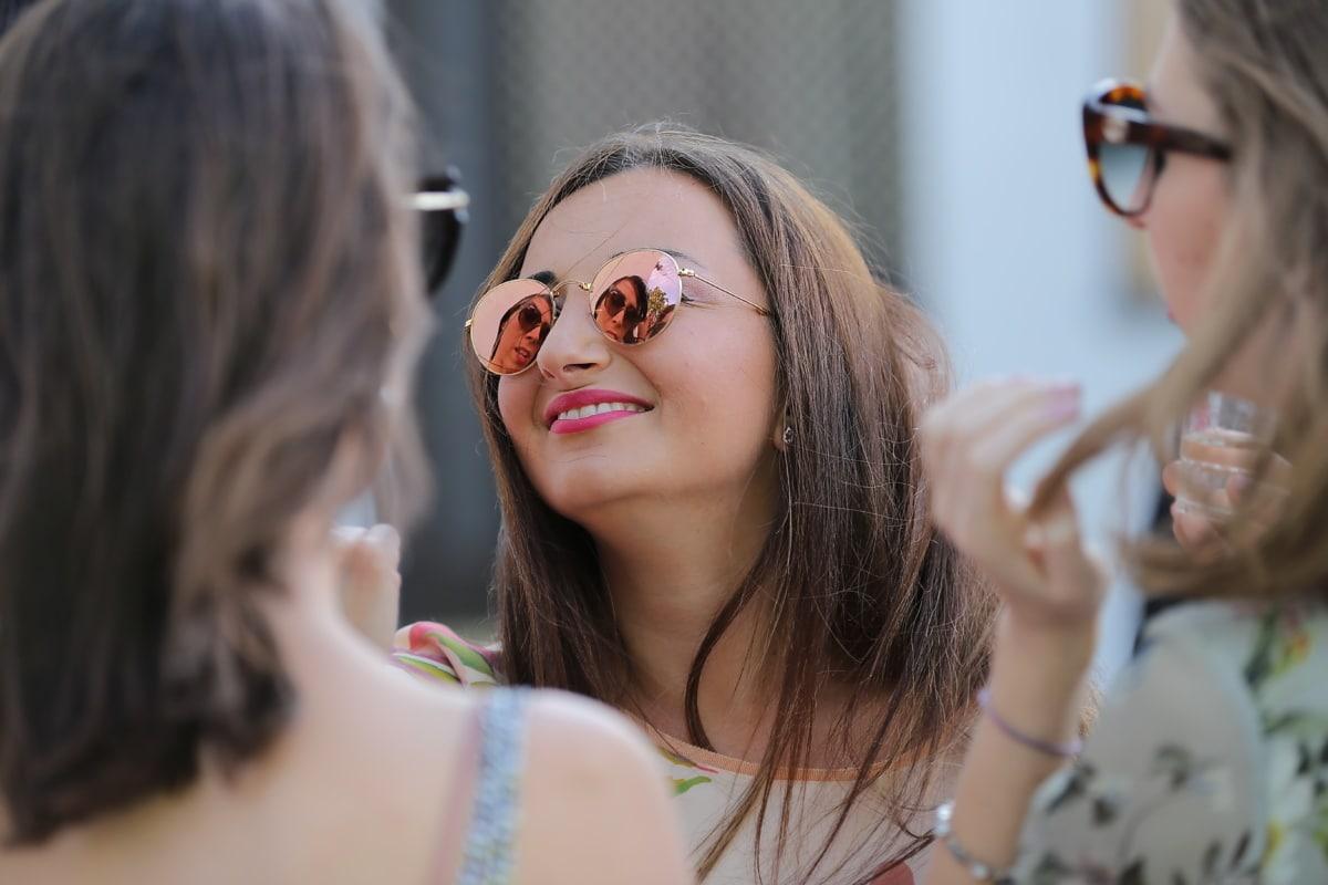 mode, sourire, lunettes de soleil, Jolie fille, amitié, parti, conversation, femme, Portrait, attrayant