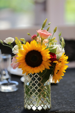 bouquet, sunflower, roses, vase, elegant, tablecloth, table, flower, yellow, arrangement