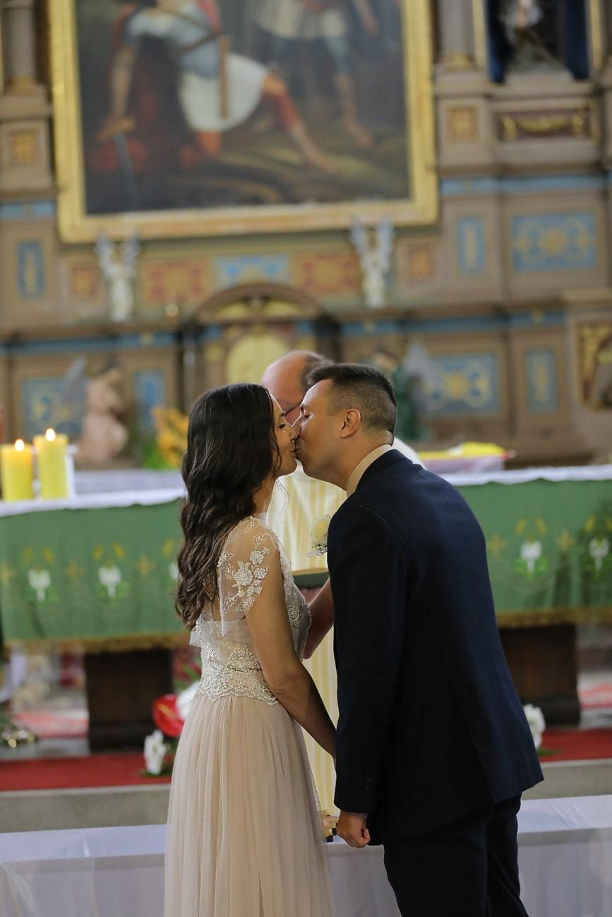 la mariée, jeune marié, mariage, catholique, Église, à l'intérieur, homme, gens, femme, Portrait