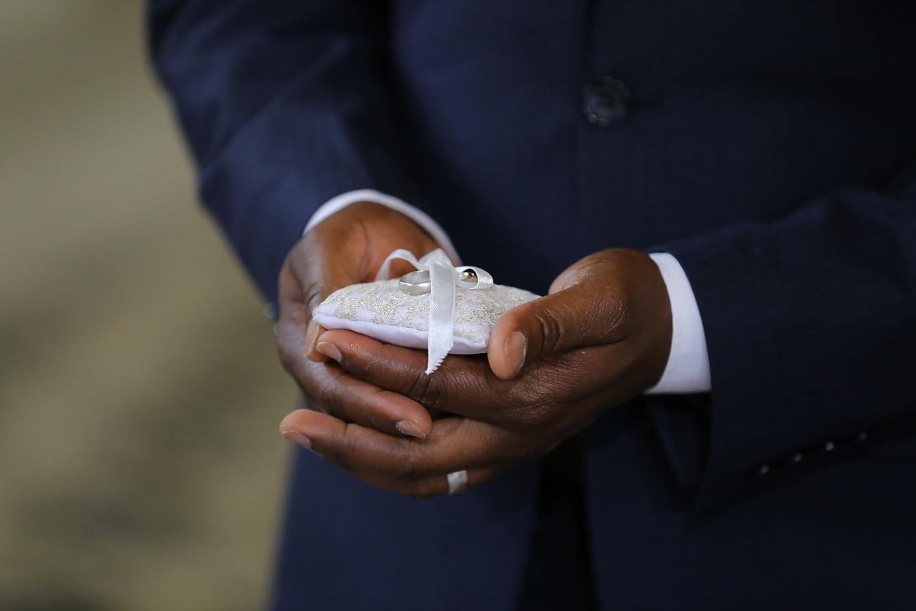 bague de mariage, homme d'affaire, homme, mains, doigt, main, gens, jeune marié, mariage, Portrait