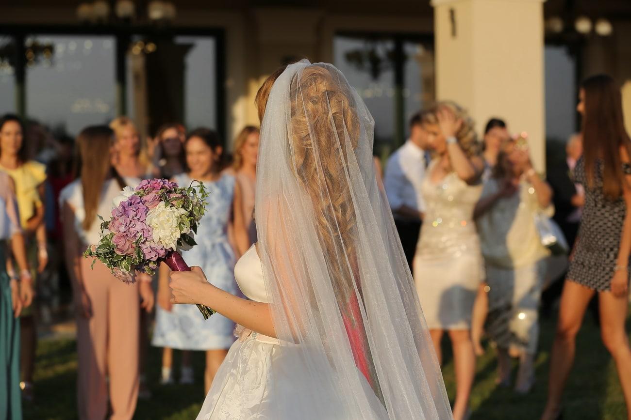 la mariée, foule, robe de mariée, jeunes filles, bouquet de mariage, femme, mariage, robe, bouquet, mode