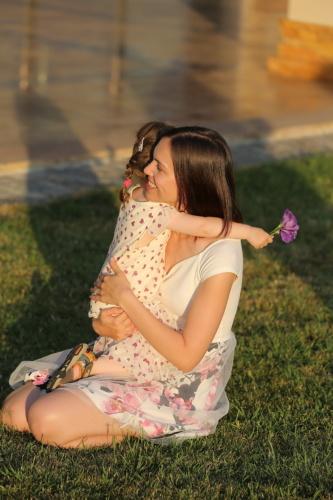 dcéra, objímanie, matka, žena, dievča, tráva, dieťa, krásna, portrét, Voľný čas