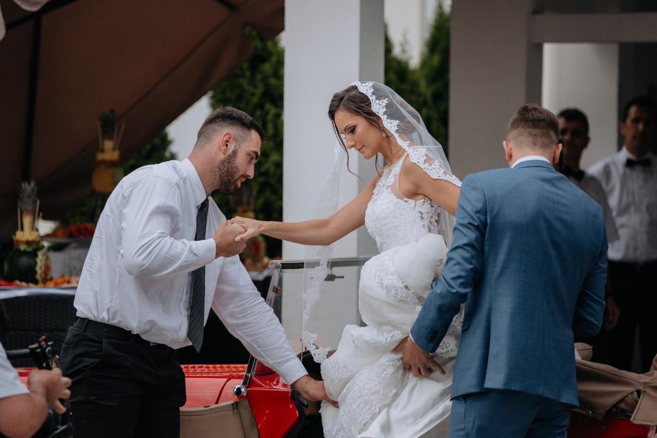 keresztapa, menyasszony, vőlegény, autó, ódivatu, utas, ember, pár, esküvő, nő