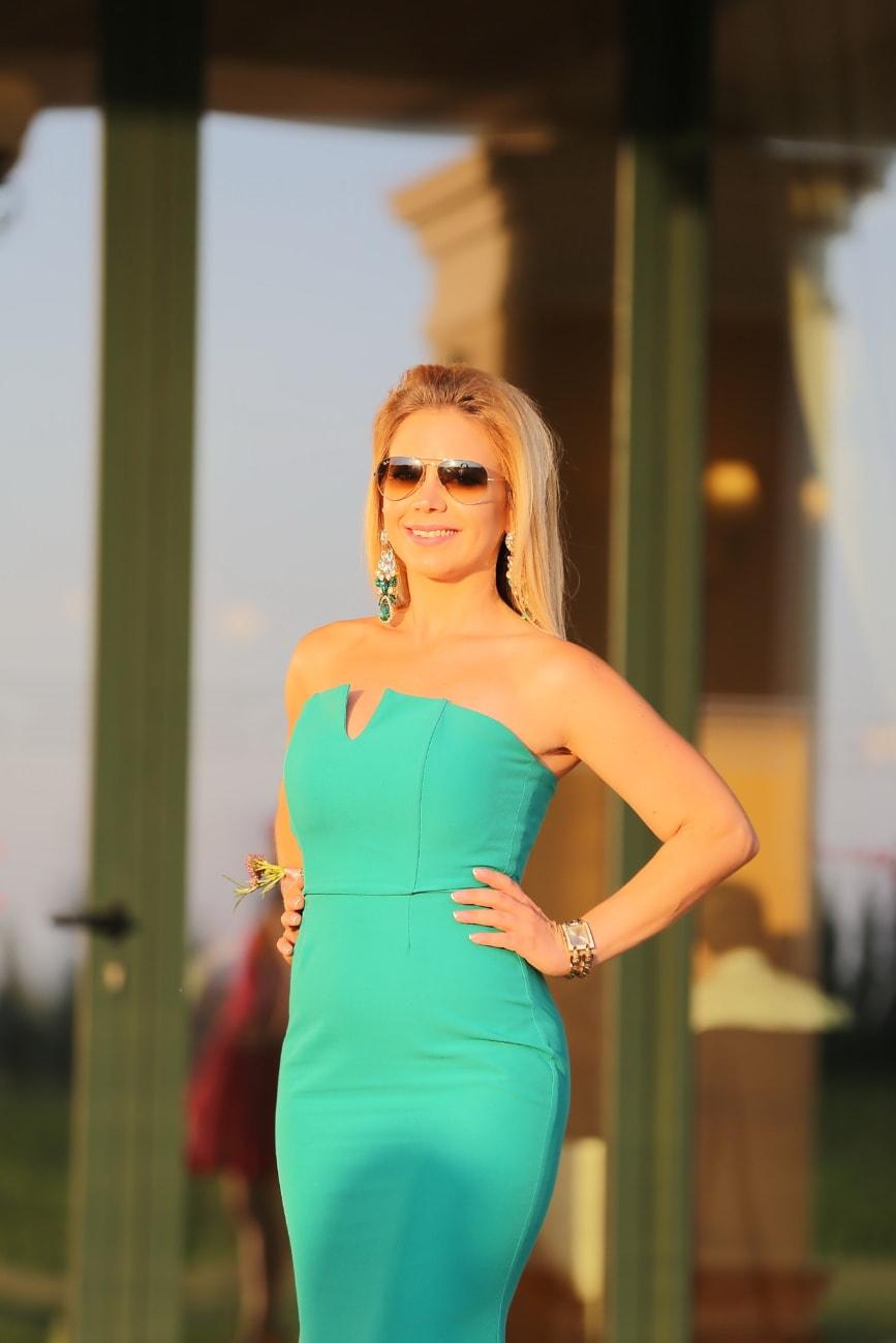 Dame, souriant, élégance, posant, blonde, attrayant, joli, modèle, femme, mode