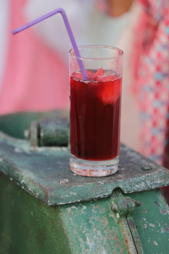 fruit cocktail, fruit juice, syrup, cherry, cold water, ice, drinking straw, glass, drink, alcohol