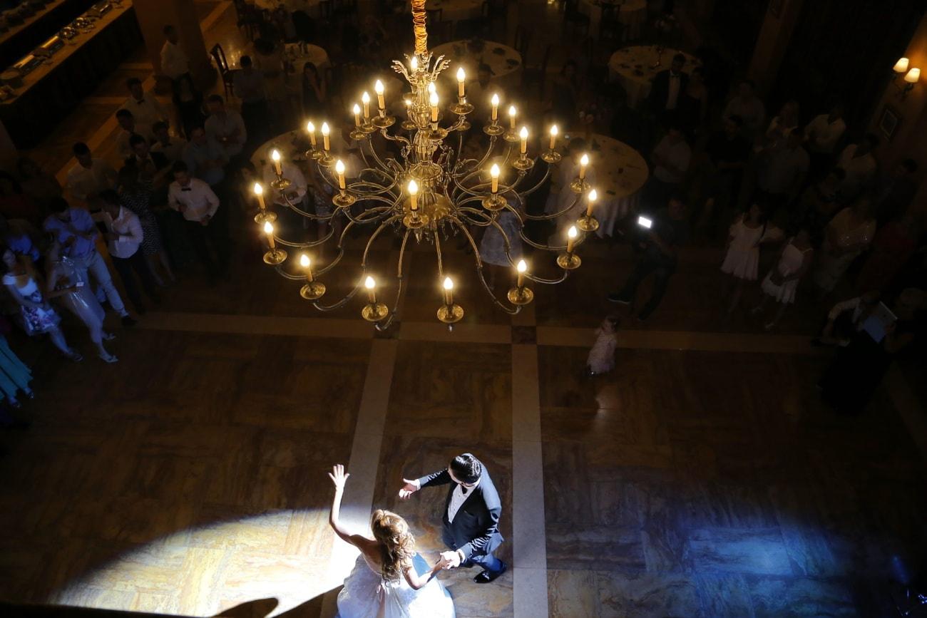 noivo, noiva, centro das atenções, casado agora mesmo, dança, dança, restaurante, fantasia, luz, candelabro