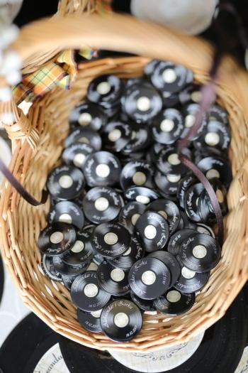 disc de vinil, miniatură, multe, coş de răchită, marfa, tradiţionale, vechi, lemn, în interior, întuneric