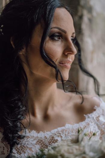 magnifique, jeune femme, vue de côté, lèvres, charme, maquillage, coiffure, femme, mode, attrayant