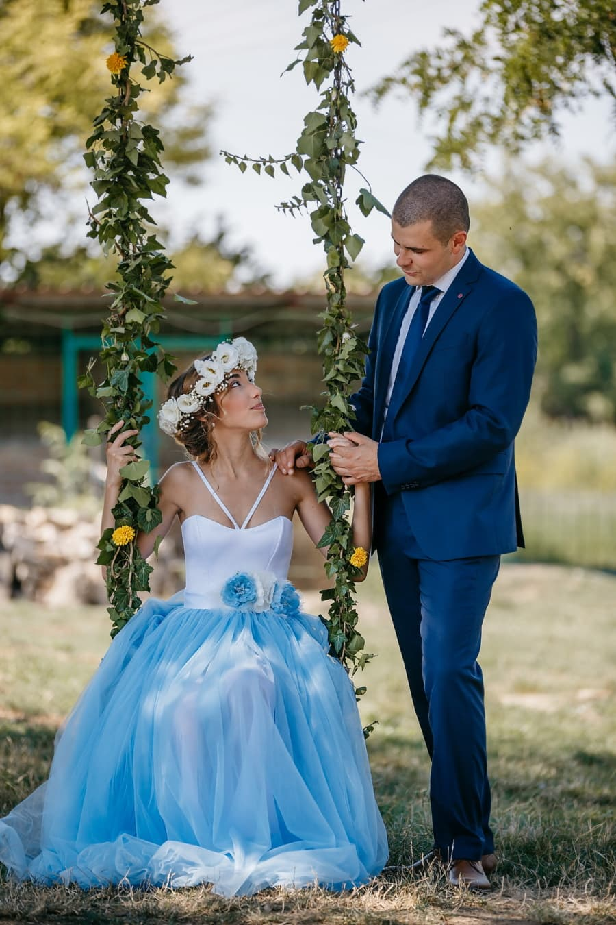 jeunes mariés, campagne, partenaires, village, amour, romance, Swing, amusement, jeune marié, marié